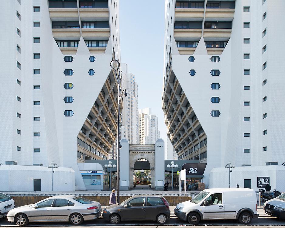 Les Orgues de Flandre - Martin van Treeck architecte - Paris, XIXe arrondissement..Construites dans le 19e arrondissement aux 67-107 avenue de Flandre et 14-24 rue Archereau, et inaugurées entre 1974 et 1980, il s'agit de quatre tours faites de logements en copropriété, au milieu d'un ensemble de logements sociaux de 6 ha, appelé l'îlot Riquet, composé de plusieurs bâtiments de 15 étages et des quatre tours.