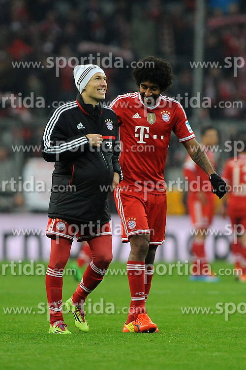 01.03.2014, Allianz Arena, Muenchen, GER, 1. FBL, FC Bayern Muenchen vs Schalke 04, 23. Runde, im Bild Links Arjen Robben (FC Bayern Muenchen) mit Ball unter seiner Jacke, rechts Dante (FC Bayern Muenchen) // during the German Bundesliga 23th round match between FC Bayern Munich and Schalke 04 at the Allianz Arena in Muenchen, Germany on 2014/03/01. EXPA Pictures &copy; 2014, PhotoCredit: EXPA/ Eibner-Pressefoto/ Stuetzle<br /> <br /> *****ATTENTION - OUT of GER*****