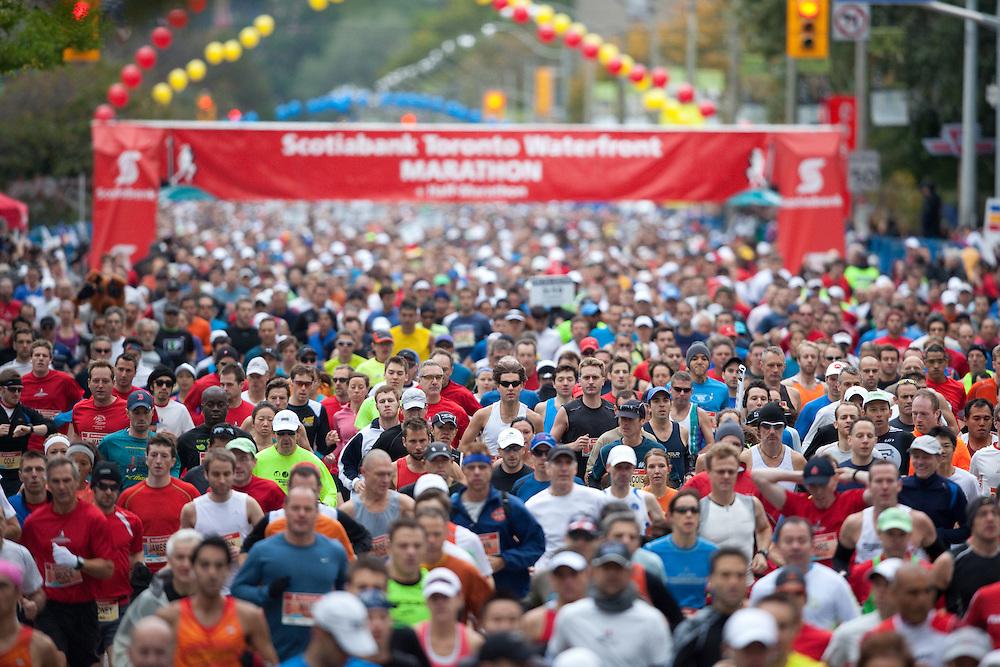 Toronto, Ontario ---11-10-16--- The start of the Scotiabank Toronto Waterfront Marathon, October 16, 2011.<br /> GEOFF ROBINS Mundo Sport Images