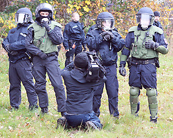 08.11.2010, Castortransport 2010, Dannenberg, GER, Kameramann filmt die Polizei aus naechster Naehe, EXPA Pictures © 2010, PhotoCredit: EXPA/ nph/  Kohring+++++ ATTENTION - OUT OF GER +++++