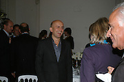 MARC QUINN, Dinner in aid of 'Action Trust For the Blind organised by Matthew Carr. 20th Century Theatre. Westbourne Gro. London. 26 September 2007. -DO NOT ARCHIVE-© Copyright Photograph by Dafydd Jones. 248 Clapham Rd. London SW9 0PZ. Tel 0207 820 0771. www.dafjones.com.