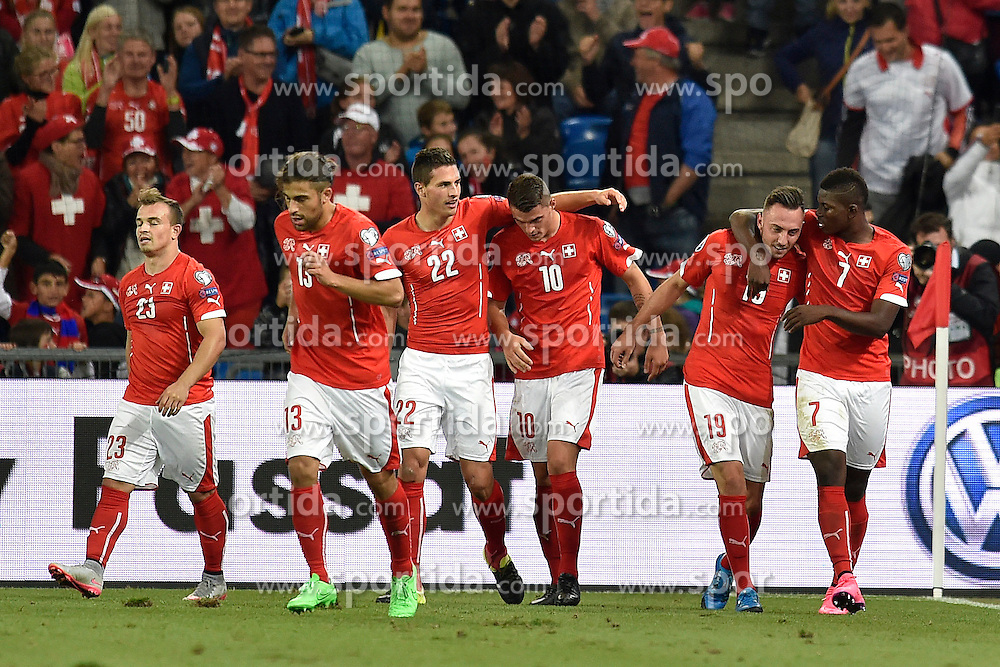 05.09.2015, St. Jakob Park, Basel, SUI, UEFA Euro 2016 Qualifikation, Schweiz vs Slowenien, Gruppe E, im Bild Die Schweizer jubeln nach dem Tor zum 3:2 // during the UEFA EURO 2016 qualifier group E match between Switzerland and Slovenia at the St. Jakob Park in Basel, Switzerland on 2015/09/05. EXPA Pictures &copy; 2015, PhotoCredit: EXPA/ Freshfocus/ Urs Lindt<br /> <br /> *****ATTENTION - for AUT, SLO, CRO, SRB, BIH, MAZ only*****