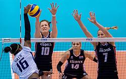 20-05-2016 JAP: OKT Italie - Nederland, Tokio<br /> De Nederlandse volleybalsters hebben een klinkende 3-0 overwinning geboekt op Italië, dat bij het OKT in Japan nog ongeslagen was. Het met veel zelfvertrouwen spelende Oranje zegevierde met 25-21, 25-21 en 25-14 / Miriam Fatime Sylla #16 of Italie, Lonneke Sloetjes #10, Quinta Steenbergen #7