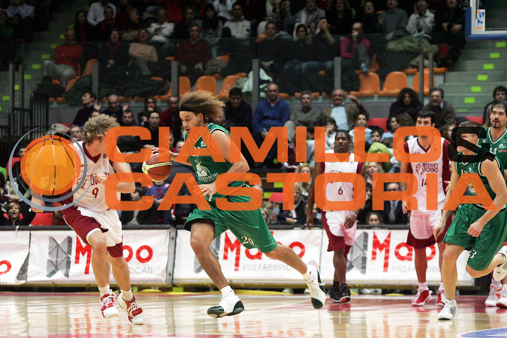 DESCRIZIONE : Livorno Lega A1 2005-06 Basket Livorno Montepaschi Siena <br /> GIOCATORE : Stonerook <br /> SQUADRA : Montepaschi Siena <br /> EVENTO : Campionato Lega A1 2005-2006 <br /> GARA : Basket Livorno Montepaschi Siena <br /> DATA : 28/12/2005 <br /> CATEGORIA : Palleggio <br /> SPORT : Pallacanestro <br /> AUTORE : Agenzia Ciamillo-Castoria/P.Lazzeroni