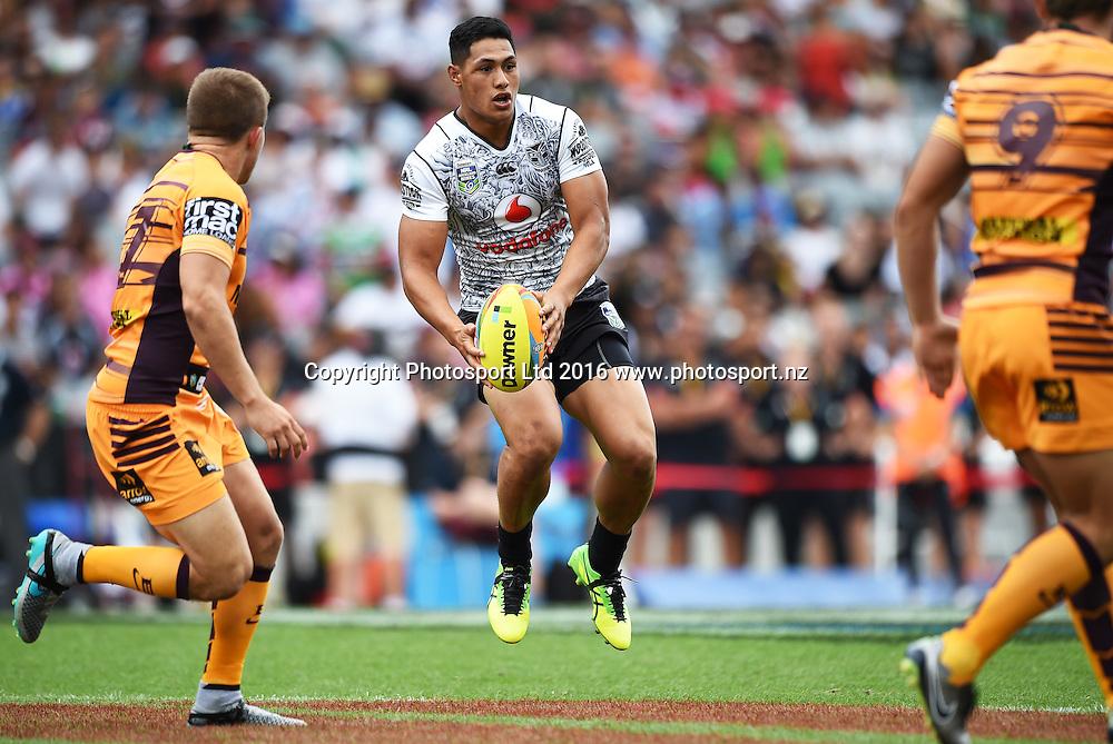 Roger Tuivasa-Sheck in action. Warriors v Broncos. NRL Auckland Nines at Eden Park in Auckland, New Zealand. Sunday 7 February 2016. Copyright photo: Andrew Cornaga / www.photosport.nz