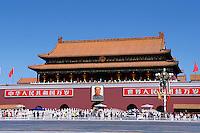 China. Beijing. Tiananmen Square. Tiananmen gate. // Chine. Pekin. Place et porte Tiananmen.