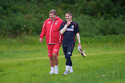 CARDIFF, WALES - Friday, September 5, 2008: Wales' manager John Toshack and Carl Robinson during training at Vale of Glamorgan Hotel ahead of the second 2010 FIFA World Cup South Africa Qualifying Group 4 match against Russia. (Photo by David Rawcliffe/Propaganda)