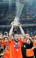 FUSSBALL     UEFA CUP  FINALE  SAISON 2008/2009 Shakhtar Donetsk - SV Werder Bremen 20.05.2009 Razvan Rat (Shakhtar) jubelt mit dem UEFA Pokal