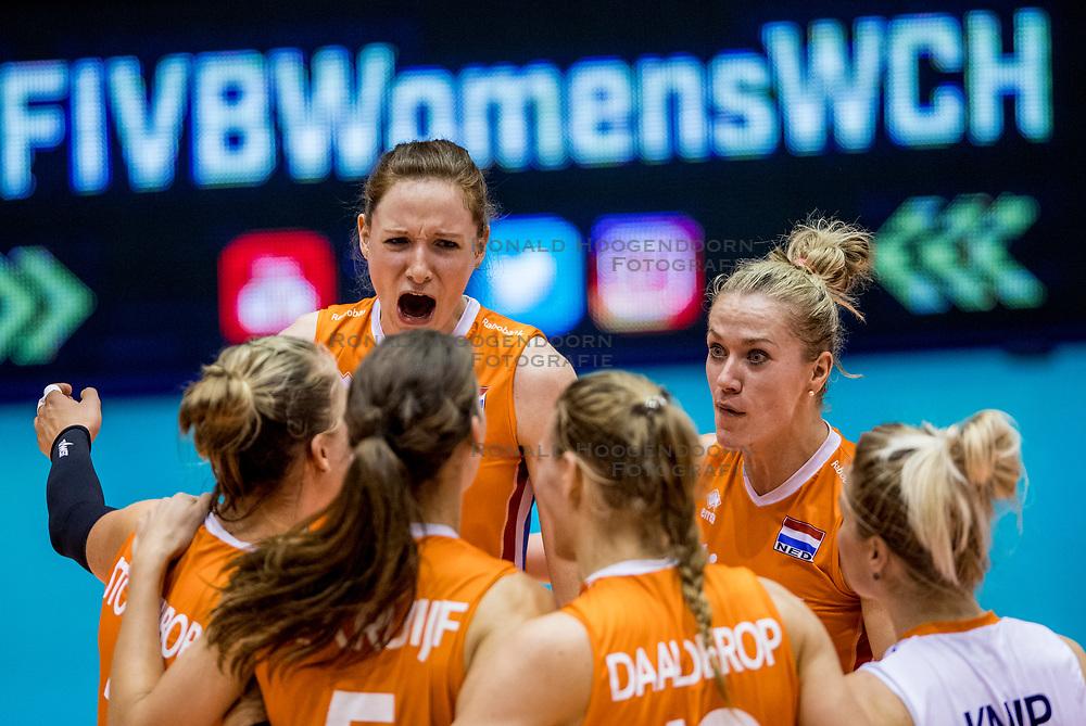 23-08-2017 NED: World Qualifications Belgium - Netherlands, Rotterdam<br /> De Nederlandse volleybalsters hebben op het WK-kwalificatietoernooi ook hun tweede duel in winst omgezet. Oranje overklaste Belgi&euml; en won met 3-0 (25-18, 25-18, 25-22). Eerder werd Griekenland ook al met 3-0 verslagen / Lonneke Sloetjes #10 of Netherlands, Maret Balkestein-Grothues #6 of Netherlands