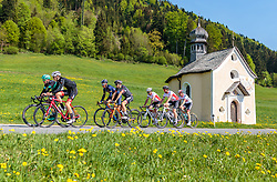 25.04.2018, Kramsach, AUT, ÖRV Trainingslager, UCI Straßenrad WM 2018, im Bild Mitglieder der Österreichischen Nationalmannschaft vor einer Kapelle // during a Testdrive for the UCI Road World Championships in KRAMSACH, Austria on 2018/04/25. EXPA Pictures © 2018, PhotoCredit: EXPA/ JFK