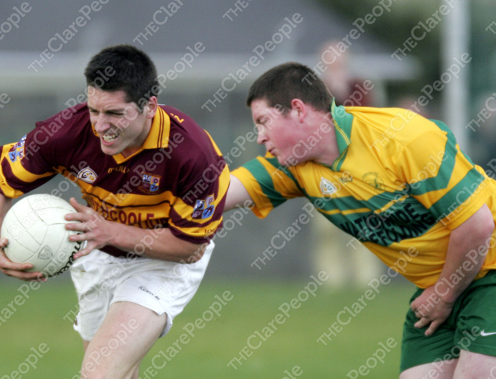 Miltown's Gordon Kelly manages to get past O' Curry's Mark Roche during their semi-final clash in Doonbeg on Sunday.<br /> <br /> Photograph by Yvonne Vaughan.