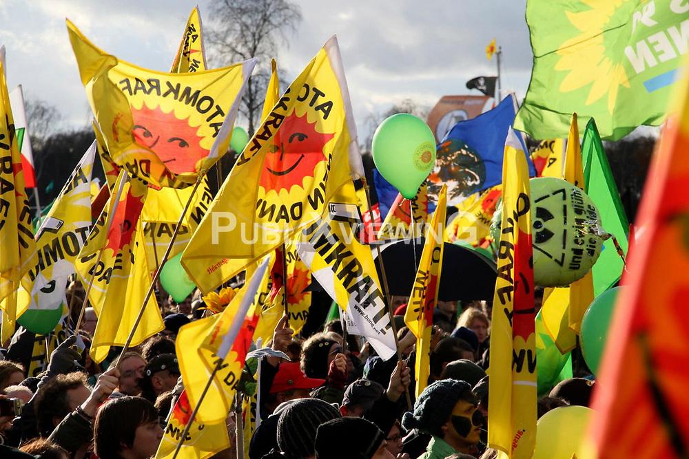 Bundesweite Anti-Atom-Kundgebung in Splietau bei Dannenberg im Wendland. 50.000 Menschen protestieren friedlich gegen die Atompolitik der schwarz-gelben Regierung. <br /> <br /> Ort: Splietau<br /> Copyright: Markus Golletz<br /> Quelle: PubliXviewinG