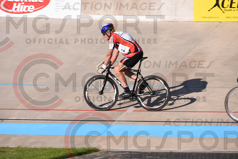 CYCLING<br /> <br /> VEOLODROME DAY 6<br /> NZ Masters Games 2018<br /> Photo byBILL STANFORD CMGSPORT<br /> www.cmgsport.co.nz