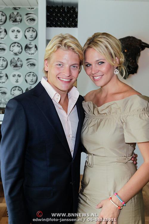 NLD/Amsterdam/20120822 - Perspresentatie SBS Sterren Springen, deelneemster Myrthe Mylius en partner Thomas Berge