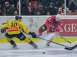 24.01.2020, Stadthalle, Klagenfurt, AUT, EBEL, EC KAC vs Vienna Capitals, 43. Runde, im Bild Mike ZALEWSKY (SPUSU VIENNA CAPITALS, #40), Daniel OBERSTEINER (EC KAC, #98) // during the Erste Bank Eishockey League 43th round match between EC KAC and Vienna Capitals at the Stadthalle in Klagenfurt, Austria on 2020/01/24. EXPA Pictures © 2020, PhotoCredit: EXPA/ Gert Steinthaler