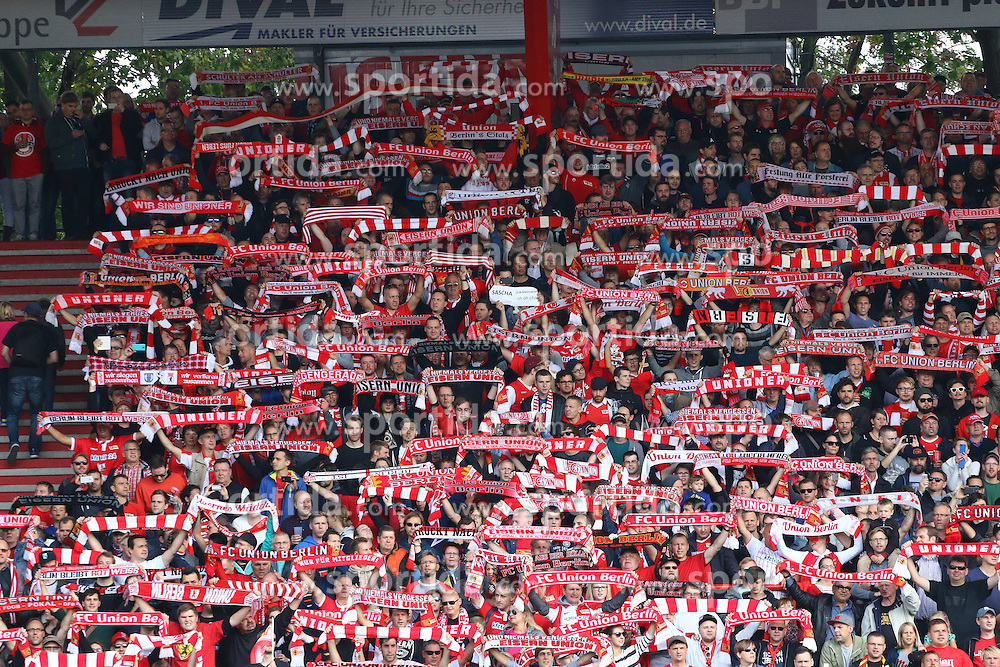 26.09.2015, Alte Foersterei, Berlin, GER, 2. FBL, 1. FC Union Berlin vs MSV Duisburg, 9. Runde, im Bild Die Union-Fans singen die Vereinshymne &quot;Eisern Union&quot; // SPO during the 2nd German Bundesliga 9th round match between 1. FC Union Berlin and MSV Duisburg at the Alte Foersterei in Berlin, Germany on 2015/09/26. EXPA Pictures &copy; 2015, PhotoCredit: EXPA/ Eibner-Pressefoto/ Hundt<br /> <br /> *****ATTENTION - OUT of GER*****