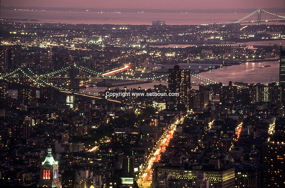 New York. elevated view on Manhattan cityscape. the destroyed skyline without the world trade center towers. after the attack on the world trade center  /  le skyline detruit apres l'attaque sur les tours du world trade center.  New York  USa
