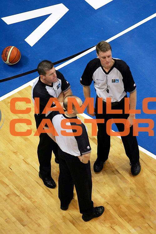 DESCRIZIONE : Vrsac Eurobasket Men 2005 Italia-Germania<br /> GIOCATORE : Arbitro Referee<br /> SQUADRA : Referees<br /> EVENTO : Eurobasket Men 2005 Campionati Europei Uomini 2005<br /> GARA : Italia Germania Italy Germany<br /> DATA : 16/09/2005<br /> CATEGORIA :<br /> SPORT : Pallacanestro<br /> AUTORE : Ciamillo&Castoria/Fiba Europe Pool