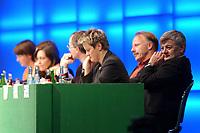 18 OCT 2002, BERLIN/GERMANY:<br /> Joschka Fischer (R), B90/Gruene, Bundesaussenminister, und im Hintewrgrund (v.L.n.R.): Krista Sager, B90/Gruene, Fraktionsvorsitzende, Katrin Goering-Eckardt, B90/Gruene, Fraktionsvorsitzende, Kerstin Mueller, B90/Gruene, ehem. Fraktionsvors., Rezzo Schlauch, B90/Gruene, MdB, ehem. Fraktionsvors., Volker Beck, B90/Gruene, Parl. Geschaeftsf. d. Fraktion, Juergen Trittin, B90/Gruene, Bundesumweltminister, Renate Kuenast, B90/Gruene, Bundesverbraucherschutzministerin, 20. Bundesdelegiertenkonferenz Buendnis 90 / Die Gruenen, Stadthalle Bremen<br /> IMAGE: 20021018-01-049<br /> KEYWORDS: Parteitag, Bundesparteitag, party conference, BDK, Gespräch, Renate Künast, Jürgen Trittin