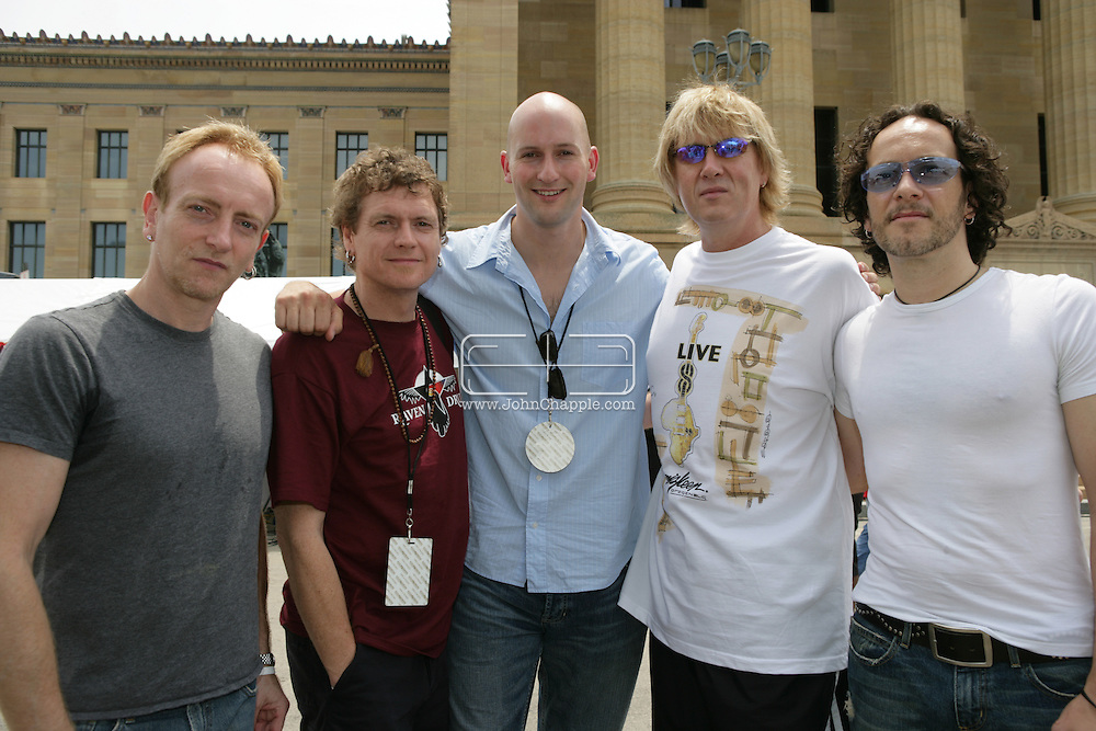 2nd July 2005, Philadelphia, PA. The USA Live 8 concert held in the city of Philadelphia. Pictured is Mirror reporter Ryan Parry with British rock band, Def Leppard. PHOTO © JOHN CHAPPLE IN THE BIG APPLE. Tel (001) 212 397 7287.www.chapple.biz