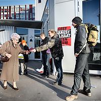 Nederland, Amsterdam , 16 februari 2011..Verkiezingsdebat van noord Holland in Buitenveldert..Buiten stonden actievoerders flyers uit te delen tegen Geert Wilders..Foto:Jean-Pierre Jans