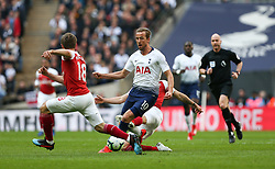 Harry Kane of Tottenham Hotspur runs at the Arsenal defence - Mandatory by-line: Arron Gent/JMP - 02/03/2019 - FOOTBALL - Wembley Stadium - London, England - Tottenham Hotspur v Arsenal - Premier League