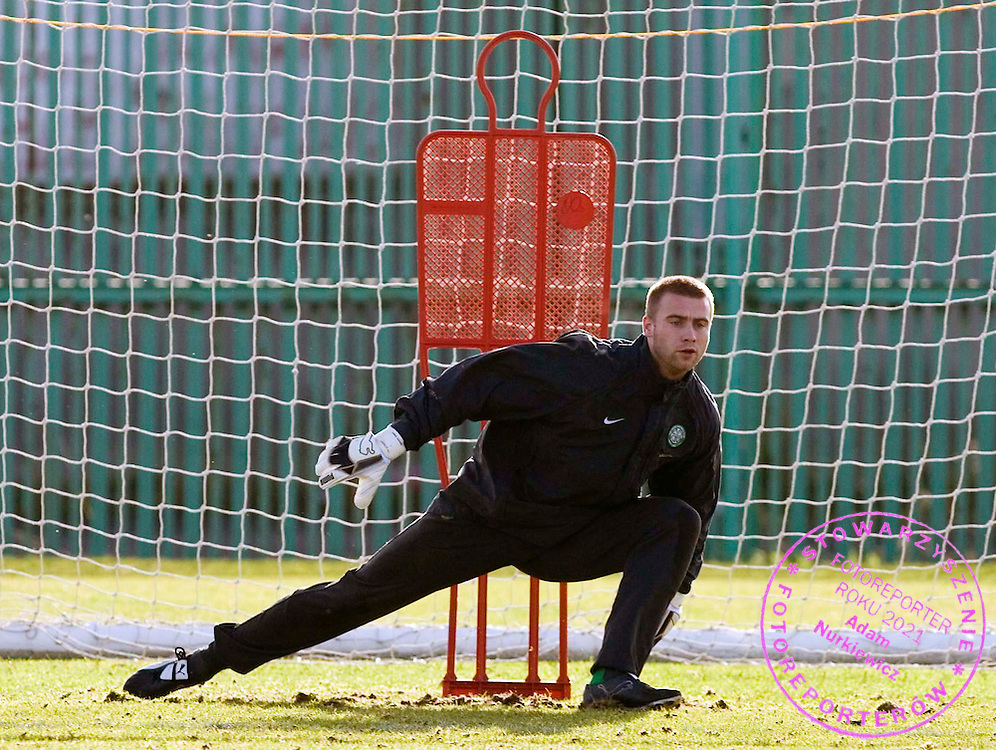 17/02/06 .CELTIC TRAINING.BARROWFIELD - GLASGOW.Celtic keeper Artur Boruc