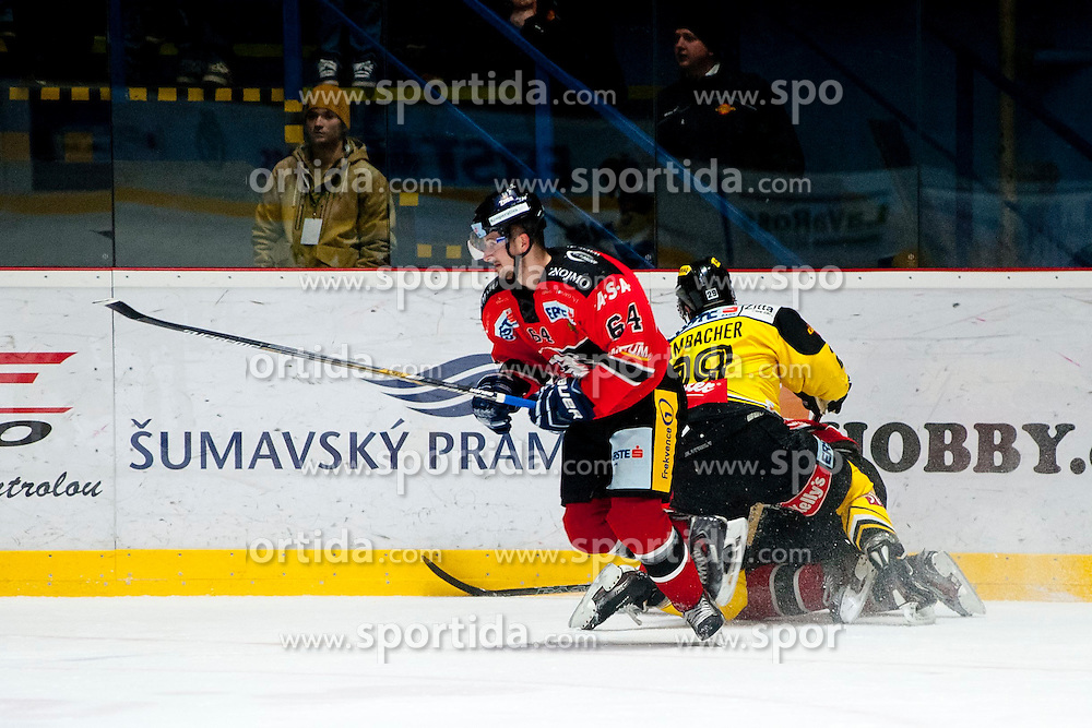 18.01.2015, Ice Rink, Znojmo, CZE, EBEL, HC Orli Znojmo vs UPC Vienna Capitals, 40. Runde, im Bild v.l. Ondrej Sedivy (HC Orli Znojmo) Sven Klimbacher (UPC Vienna Capitals ) // during the Erste Bank Icehockey League 40th round match between HC Orli Znojmo and UPC Vienna Capitals at the Ice Rink in Znojmo, Czech Republic on 2015/01/18. EXPA Pictures © 2015, PhotoCredit: EXPA/ Rostislav Pfeffer