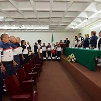 Toluca, México (Abril 24, 2018).- El comandante Bernardo Arturo Salazar Mereles fue designado y rindió protesta como Coordinador Local de Veteranos de la Delegación Toluca de Cruz Roja Mexicana, en ceremonia en la que además recibió un reconocimiento por 50 años ininterrumpidos de trabajo voluntario a favor de esta institución.  Agencia MVT / Especial Cruz Roja