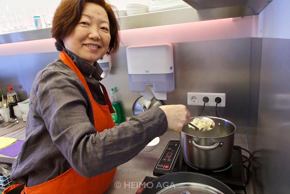 "Vienna, Austria. Kiang Winebar.<br /> Li Chen Kiang making ""Gekochte Wuntun/Chili-Sesamöl Marinade (Cooked Wuntun marinated with Chili and Sesame Oil)""."
