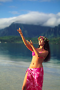 Hula dancer, Kaneohe Bay, Oahu, Hawaii<br />