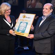 NLD/Laren/20140512 - Anita Meijer ontvangt de Radio 5 Nostalgia Ouevreprijs , Hans Vermeulen reikt d oeuvreaward uit aan Anita Meijer