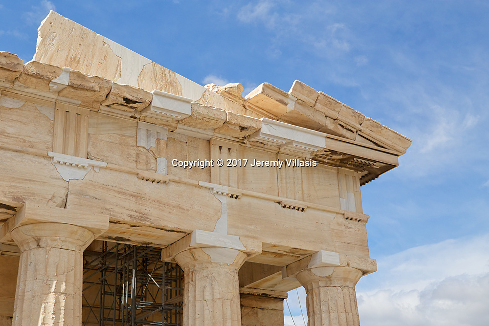 Detail of the architectural elements of the Parthenon, particularly its Doric columns and capitals, architrave, frieze, cornice and tympanum.