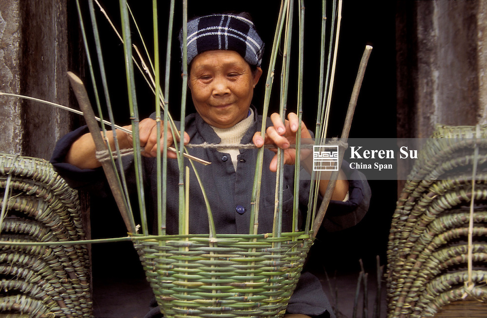 Woman making bamboo basket (MR), Dachang, Sichuan Province, Three Gorges, Yangtze River, China