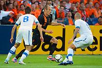 Fotball , 30. mai 2012 Privatkamp , Nederland -Slovakia<br />  Bild zeigt Dusan Svento (SVK), Arjen Robben (NED) und Michal Breznanik (SVK). <br /> Norway only