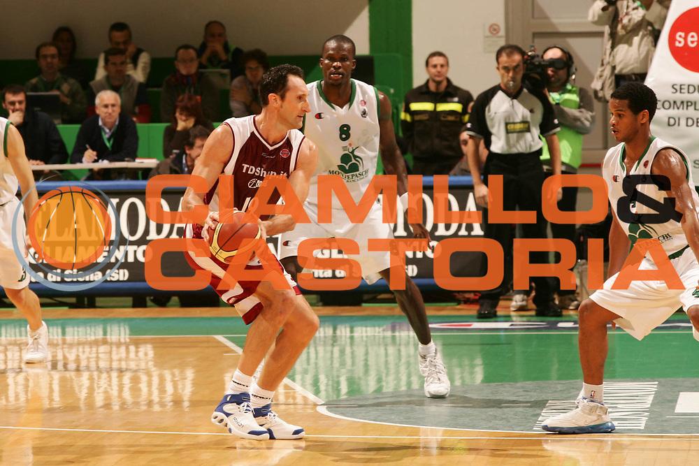 DESCRIZIONE : Siena Lega A1 2006-07 Montepaschi Siena Tdshop.it Livorno <br /> GIOCATORE : Cessel <br /> SQUADRA : Tdshop.it Livorno <br /> EVENTO : Campionato Lega A1 2006-2007 <br /> GARA : Montepaschi Siena Tdshop.it Livorno <br /> DATA : 11/11/2006 <br /> CATEGORIA : Passaggio <br /> SPORT : Pallacanestro <br /> AUTORE : Agenzia Ciamillo-Castoria/P.Lazzeroni
