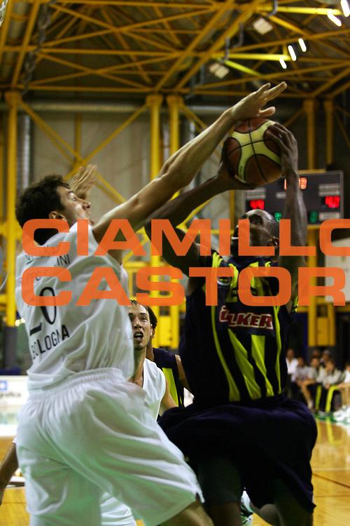 DESCRIZIONE : Bologna Precampionato Lega A1 2006-07 Vidivici Bologna-Fenerbahce Ulker Istanbul <br />GIOCATORE : Solomon  <br />SQUADRA : Fenerbahce Ulker Istanbul   <br />EVENTO : Precampionato Lega A1 2006-2007 Trofeo Quadrifoglio  <br />GARA : Vidivici Bologna Fenerbahce Ulker Istanbul <br />DATA : 14/09/2006 <br />CATEGORIA : Tiro  <br />SPORT : Pallacanestro <br />AUTORE : Agenzia Ciamillo-Castoria/M.Marchi<br />Galleria : Lega Basket A1 2006-2007 <br />Fotonotizia : Bologna Precampionato Italiano Lega A1 2006-2007 Trofeo Quadrifoglio Vita Vidivici Bologna-Fenerbahce Istanbul <br />Predefinita :