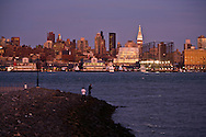 New York. Frank Gehry  building in Chelsea, Manhattan doqnton skyline , Hudson river, view from Hoboken and New Jersey   Headquarters of IAC/InterActive Corp /  Frank Gehry  building a Chelsea, le skyline de Manhattan Downton, l Hudson river, vue depuis Hoboken New Jersey