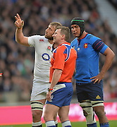 Twickenham, Great Britain, left England Captain, Chris ROBSHAW points out something to referee Nigel OWENS, during the video replay, right France captain, Thierry DUSAUTOIR listens in, during the Six Nations Rugby England vs France, played at the RFU Stadium, Twickenham, ENGLAND. <br />