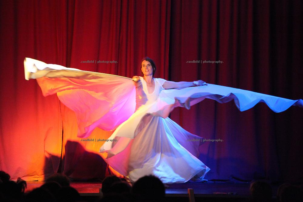 Lachparade 2009 in Salderatzen (Lüchow-Dannenberg). Kerstin Wittstamm dances on stage dressed as a butterfly.