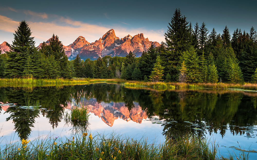 Sunrise light on the Grand Tetons Mountain Ridge. Schwabacher's Landing, Grand Tetons National Park, Wyoming.