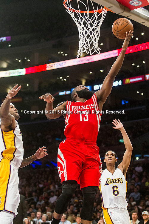 1月25日,休斯敦火箭隊後衛詹姆斯 - 哈登(13)在比賽中在比賽中上籃。當日,在2014-2015賽季NBA常規賽中,洛杉磯湖人隊主場以87比99不敵休斯頓火箭。(新華社發 趙漢榮攝)<br /> Houston Rockets guard James Harden (13) goes up for a shot against Los Angeles Lakers during their NBA game at Staples Center in Los Angeles, California on January 25, 2015 . Rockets defeated Lakers 99-87. (Xinhua/Zhao Hanrong)<br /> Photo by Ringo Chiu/PHOTOFORMULA.com)