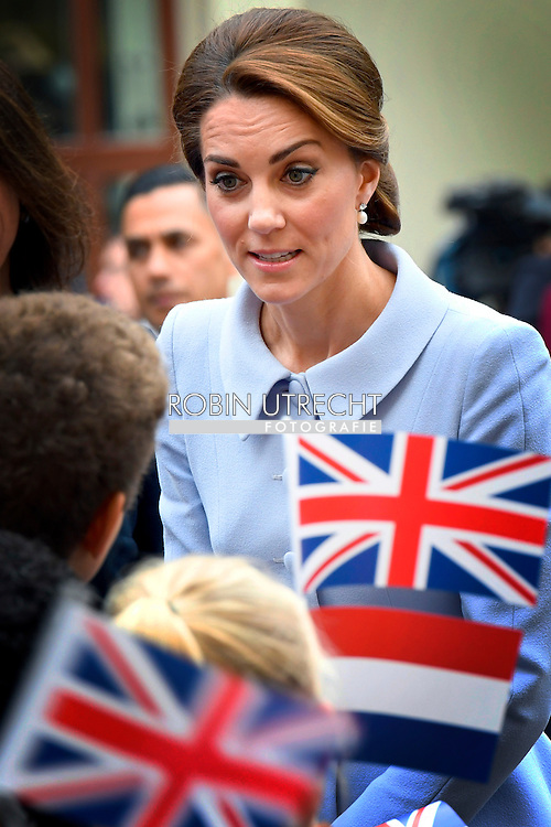 DEN HAAG - DEN HAAG - Catherine, hertogin van Cambridge, beter bekend als Kate Middelton, in het Mauritshuis tijdens een bezoek aan Nederland COPYRIGHT ROBIN UTRECHT