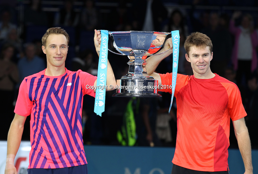 Doppel Sieger HENRI KONTINNEN (FIN) und JOHN  PEERS (AUS) mit Pokal, ATP World Tour Finals, O2 Arena, London, England.<br /> <br /> Tennis - ATP World Tour Finals 2016 - ATP -  O2 Arena - London -  - Great Britain  - 20 November 2016. <br /> &copy; Juergen Hasenkopf/Grieves