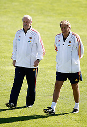 06.10.2010, Madrid, ESP, Spain national football team training, im Bild coach Vicente del Bosque and assistant coach Antonio Grande during trainning session. EXPA Pictures © 2010, PhotoCredit: EXPA/ Alterphotos/ Alvaro Hernandez +++++ ATTENTION - OUT OF SPAIN / ESP +++++