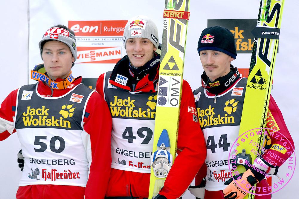 GEPA-1612065611 - ENGELBERG,SCHWEIZ,16.DEZ.06 - SKI NORDISCH, SKISPRINGEN - FIS Weltcup, Skispringen, Siegerehrung. Bild zeigt Anders Jacobsen (NOR), Gregor Schlierenzauer (AUT) und Adam Malysz (POL). Foto: GEPA pictures/ Oliver Lerch..FOT. GEPA / WROFOTO..*** POLAND ONLY !!! ***