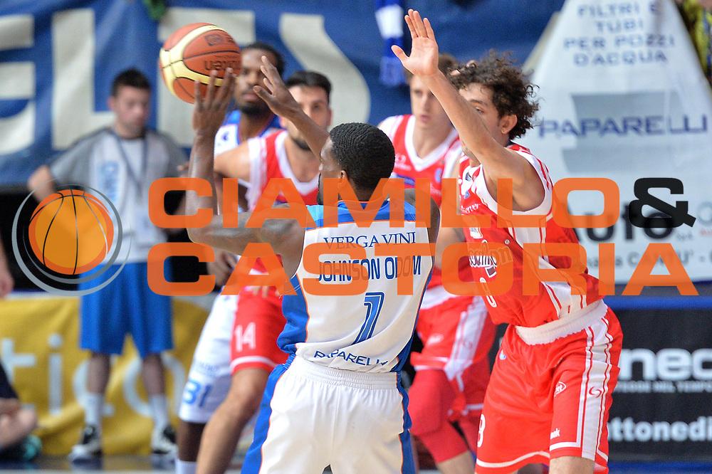 DESCRIZIONE : Cant&ugrave; Lega A 2014-15 Acqua Vitasnella Cant&ugrave; vs Grissin Bon Reggio Emilia<br /> GIOCATORE : Darius Lohnson - Odom<br /> CATEGORIA : Passaggio<br /> SQUADRA : Acqua Vitasnella Cant&ugrave;<br /> EVENTO : Campionato Lega A 2014-2015 GARA : Acqua Vitasnella Cant&ugrave; vs Grissin Bon Reggio Emilia<br /> DATA : 28/12/2014 <br /> SPORT : Pallacanestro <br /> AUTORE : Agenzia Ciamillo-Castoria/I.Mancini <br /> Galleria : Lega Basket A 2014-2015 <br /> Fotonotizia : Acqua Vitasnella Cant&ugrave; Lega A 2014-15 Acqua Vitasnella Cant&ugrave; vs Grissin Bon Reggio Emilia<br /> Predefinita :