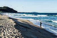 Pescador na Praia da Armação. Florianópolis, Santa Catarina, Brasil. / Fishingman at Armacao Beach. Florianopolis, Santa Catarina, Brazil.