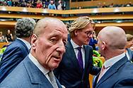DEN HAAG - denk Farid Azarkan   en Theo Hiddema (FvD) legt de eed af tijdens de installatie van de nieuwe Kamerleden na de Tweede Kamerverkiezingen.<br /> <br /> democratie formatie holland installatie kabinetsformatie kamerleden kiezen nieuwe partijpolitiek politicus politiek tk2017 van
