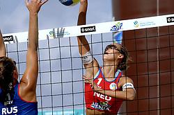 27-08-2006: VOLLEYBAL: NESTEA EUROPEAN CHAMPIONSHIP BEACHVOLLEYBALL: SCHEVENINGEN<br /> Merel Mooren pakt de zilveren medaille op het EK <br /> &copy;2006-WWW.FOTOHOOGENDOORN.NL